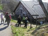 Koululaiset lähdössä luontopolulle